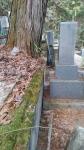 木による墓石傾斜