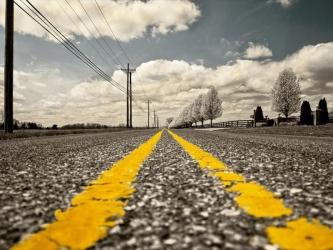 道と黄色い線