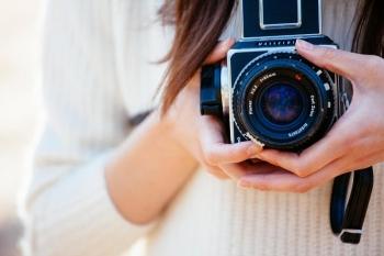 断捨離 ブログ 女性とカメラ
