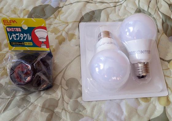 LED電球とレセプタクル