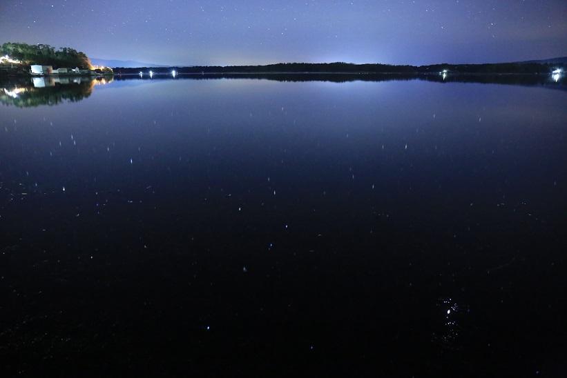 加茂湖に散りばめられた星