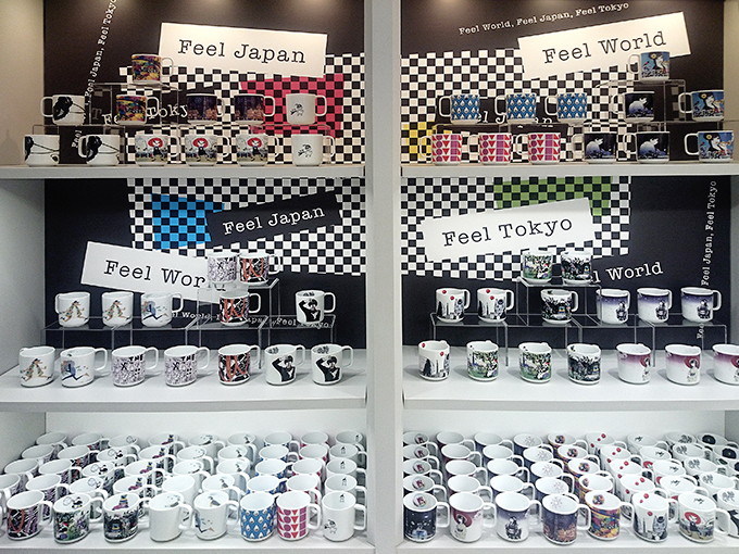 三省堂マグカップ展示写真1+.