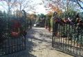 クリスマス装飾されたゲート