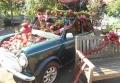 クリスマス装飾された車