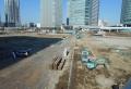 道路の奥に新高島駅。手前は迎賓館のあったところ。