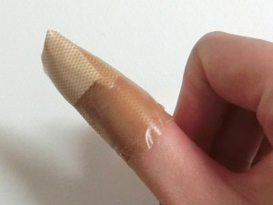 絆創膏をフィットさせる方法10