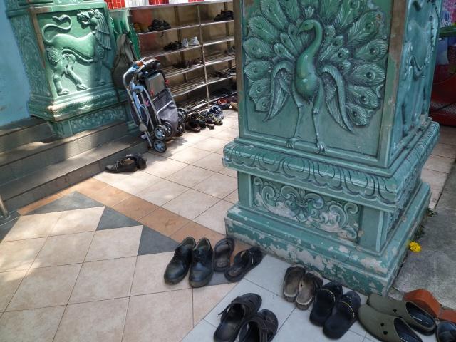 入り口右手の靴を脱ぐ場所