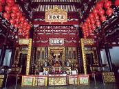 シアン・フッケン寺院本殿中央には海の守り神「天后」が祀られている