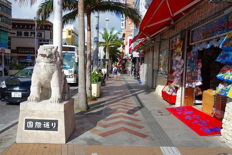 64沖縄県 国際通り_E
