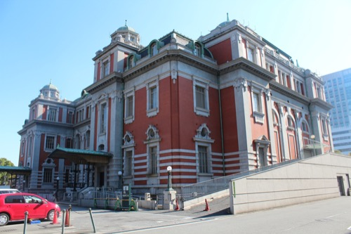 0001:大阪中之島公会堂 スロープが増結されている西側