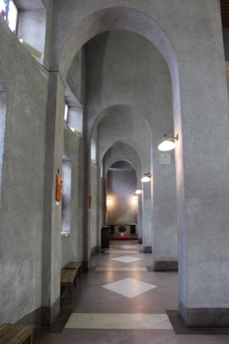 0008:世界平和記念聖堂 側廊の連続アーチ