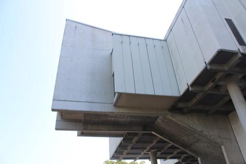 0013:佐賀県立博物館 大きく張り出した階段室