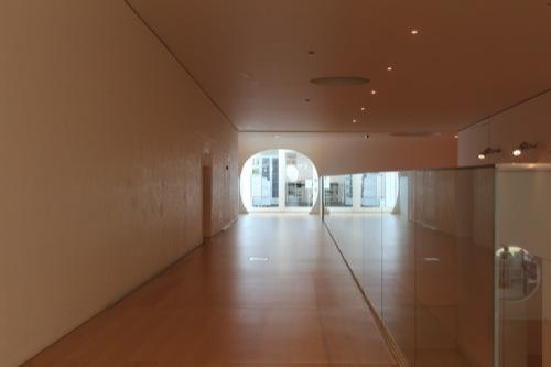 0034:横須賀美術館 図書館へ続く通路