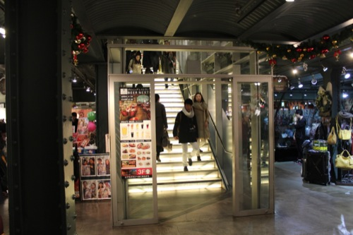 0035:横浜赤レンガ倉庫 光の階段