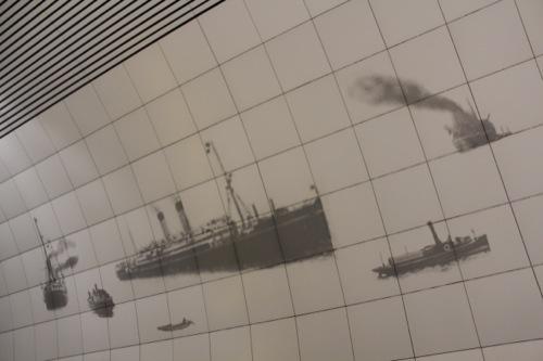 0036:元町・中華街駅舎 大桟橋に停泊する船