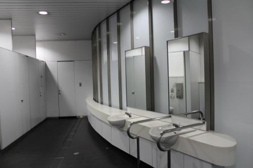 0037:新高島駅舎 男子トイレ内部