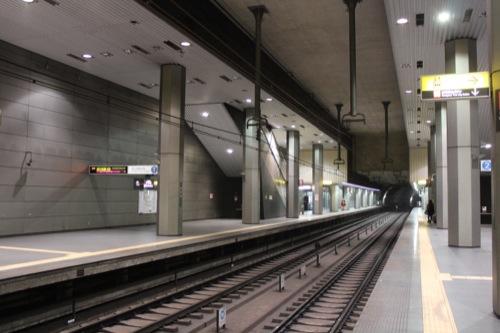 0037:新高島駅舎 プラットホーム