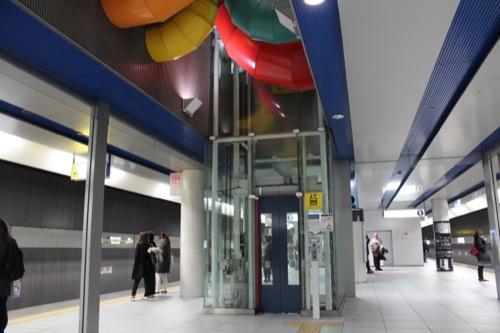 0039:みなとみらい駅舎 エレベーター上部分の配管①