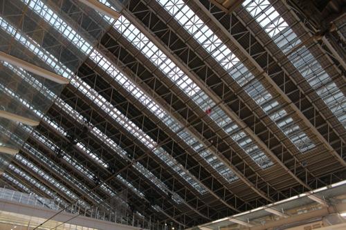 0040:大阪駅舎 ホームから大屋根を見上げる
