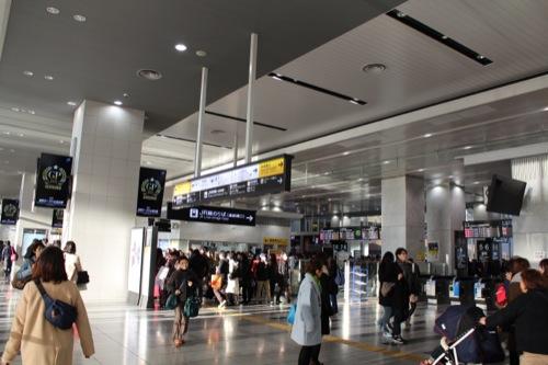 0040:大阪駅舎 ホーム上の連絡通路改札口