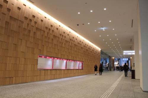 0042:JPタワー 木の意匠のある西側入口