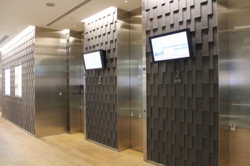 0042:JPタワー 意匠の違う2階エレベーターホール