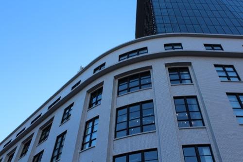 0042:JPタワー 低層部(旧郵便局)丸みのある「アール・デコ」調の建物角部分