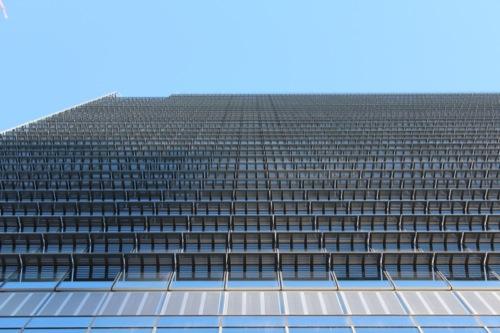 0042:JPタワー 横にビッシリと付けられたキャットウォーク