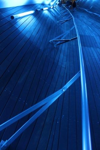 0044:横浜大さん橋ターミナル 斜めに取り付けられた手摺