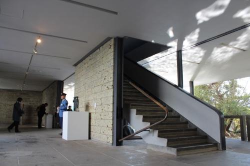 0050:神奈川県立近代美術館鎌倉館 2階へと続く階段