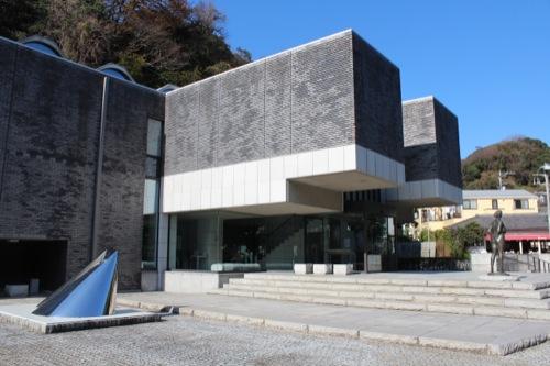 0051:神奈川県立近代美術館鎌倉別館 南側からエントランスをみる
