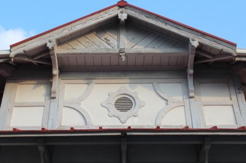 0052:南海 浜寺公園駅舎 駅舎上部の通気口のデザイン