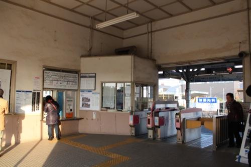 0052:南海 浜寺公園駅舎 天井の高い改札口