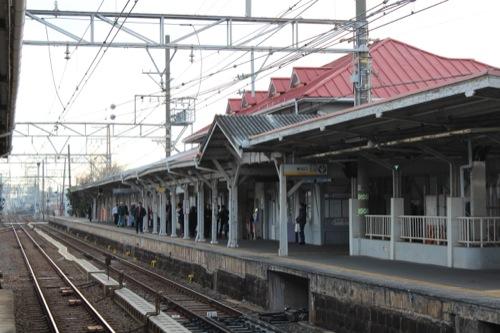 0052:南海 浜寺公園駅舎 1・2番線ホームから駅舎をみる