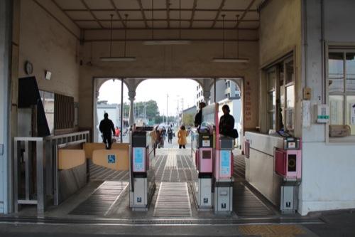 0052:南海 浜寺公園駅舎 改札から駅前広場をみる