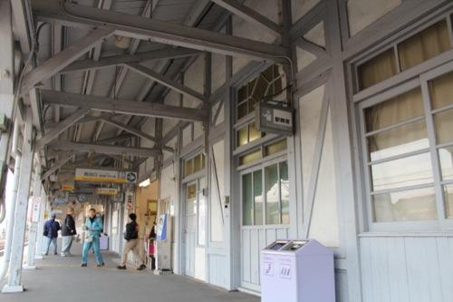 0052:南海 浜寺公園駅舎 ハーフティンバー様式でつくられたホーム壁面