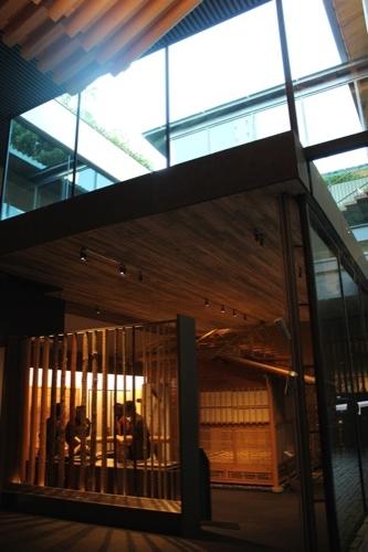 0053:竹中大工道具館新館 地下2階から中庭を見上げる