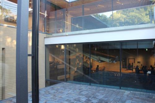 0053:竹中大工道具館新館 中庭に敷かれた『達磨敷瓦』