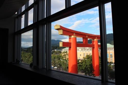 0054:京都国立近代美術館 手前には大鳥居と京都市美術館