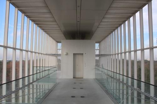 0055:葛西臨海公園レストハウス 2階廊下から建物の西側をみる