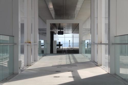 0055:葛西臨海公園レストハウス 2階廊下から建物東側をみる