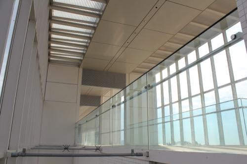 0055:葛西臨海公園レストハウス 2階廊下を階段から