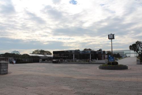 0056:葛西臨海水族園 右手にレストハウス 左が水族園