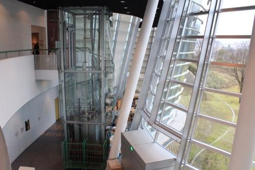 0058:福井市美術館 2階からみる吹き抜け部分