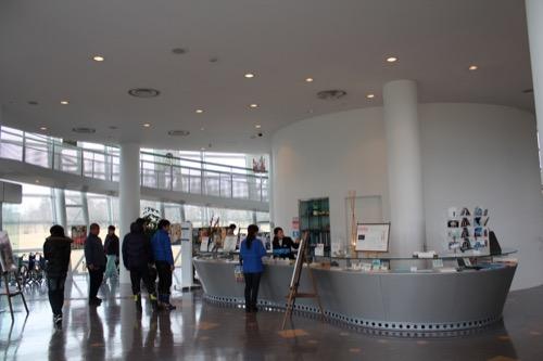 0058:福井市美術館 受付スペース