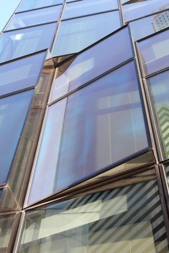 0060:大阪富国生命ビル ガラス1枚分を拡大