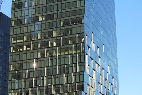 0060:大阪富国生命ビル 表情がガラスごとに異なるファサード