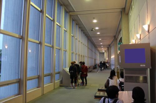 0061:広島平和記念資料館 ルーバー部分の内観①