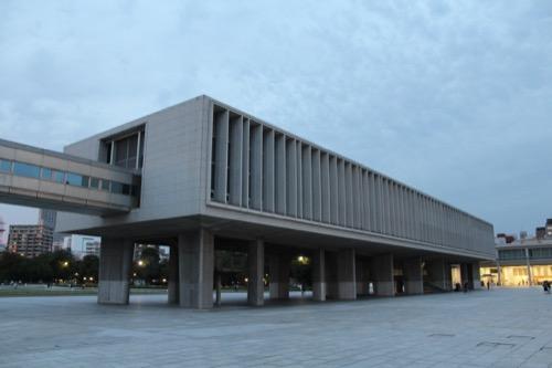 0061:広島平和記念資料館 夕暮れ時の外観