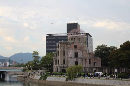0061:広島平和記念資料館 元安川の向かいにある原爆ドーム